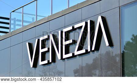 Warsaw, Poland. 10 Oktober 2021. Sign Venezia.. Company Signboard Venezia