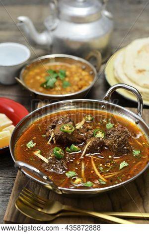 beef nihari, pakistani curry cuisine