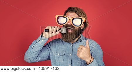 Great Voice. Brutal Caucasian Hipster In Party Glasses. Karaoke Singer. Unshaven Guy With Groomed Lo
