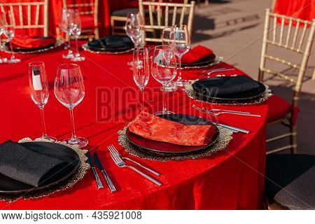 Guest's Tables And Chairs Arrangement For Banquet In Black, Red And Gold Style. Elegant Event Hall: