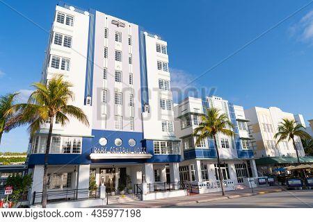 Miami, Usa - April 15, 2021: Art-deco Park Central Hotel On Ocean Drive In Florida