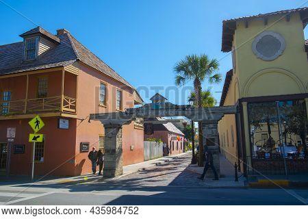 St. Augustine, Fl, Usa - Jan. 25, 2019: Gateway To Historic Aviles Street At King Street In Historic