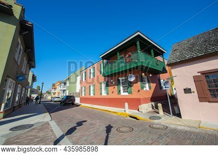 St. Augustine, Fl, Usa - Jan. 25, 2019: Hilton Historic Bayfront Hotel At 32 Avenida Menendez In His