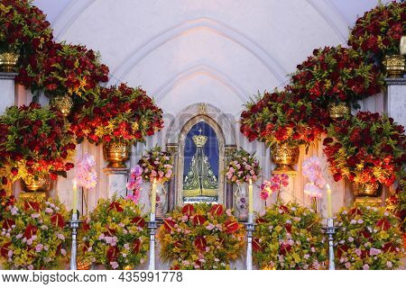 Oliveira, Minas Gerais - Brazil - October 12, 2021: Altar Decorated Church With Statue Of The Image