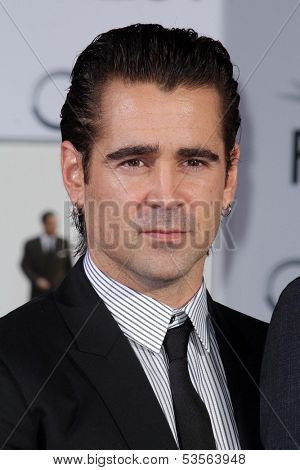 LOS ANGELES - NOV 7:  Colin Farrel at the Emma Thompson Hand and Footprint Ceremony at TCL Chinese Theater on November 7, 2013 in Los Angeles, CA\