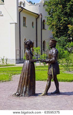 Sculpture by A. Taratynov of Duke Federigo da Montefeltro of Urbino and his wife Duchess Battista Sf