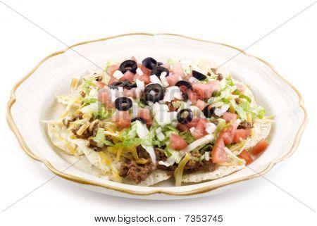 Taco-Salat auf weißem Hintergrund