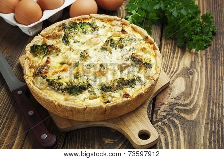 Quiche Lorraine With Chicken, Mushrooms And Broccoli
