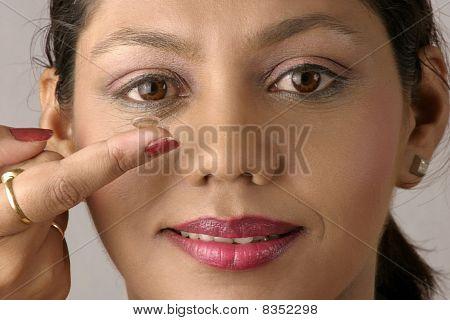 girl wearing contact lens