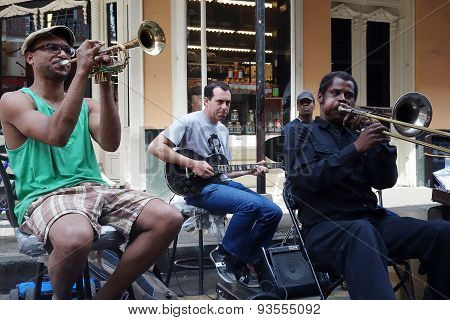 New Orleans,la/usa - 3-21-2014: New Orleans French Quarter Street Musicians Playing An Impromptu Per