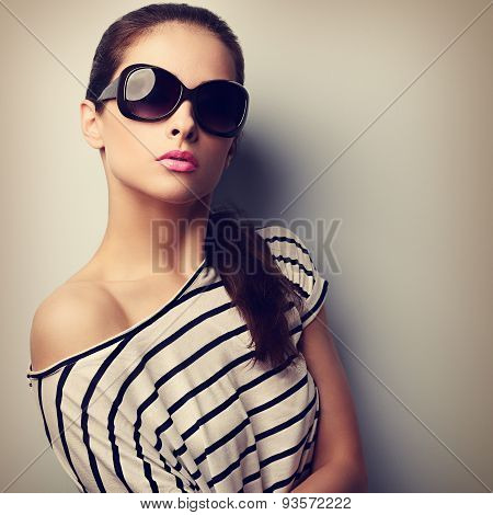 Beautiful Young Woman In Fashion Sunglasses Posing And Looking. Vintage Closeup Portrait