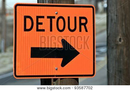 Big DETOUR Sign Right