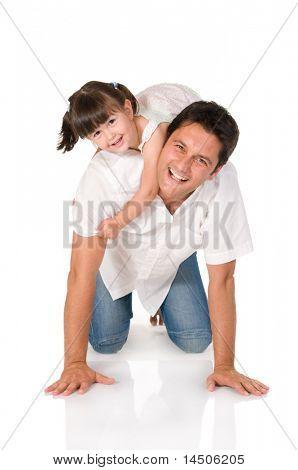Lächelnd Vater trägt auf seinen Schultern seiner kleinen Tochter, isolated on white background