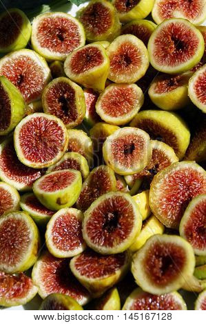 Many fruits of figs, cut into halves