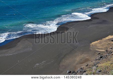 Waves Form A Circular Patter