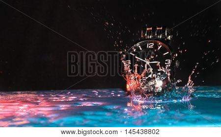 Moisture-proof the watch has come to a standstill in water. Splashes of red color scatter