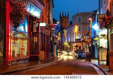 Nightlife at the medieval old part of the popular touristic city Ennis Ireland. It hosts many restaurants and bars blurry people at the street