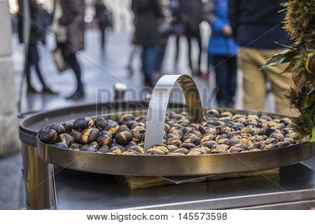 Italy, Rome, Piazza di Spagna - Roast chestnuts are a typical product that can be found in winter on the streets of the center of Rome