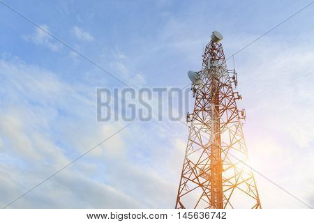 telecoom broadcasting tower network under blue sky