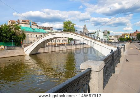 MOSCOW - JUNE 10 2016: Ovchinnikovskaya embankment and Sadovnicheskaya pedestrian bridge across Vodootvodny canal