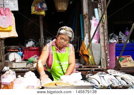 SAMUT SONGKHRAM THAILAND - SEPTEMBER 4 2016 : Rom Hub Market (Maeklong Railway Market). with a unique tourist attractions. To close the umbrella in the train went into and out of the station.