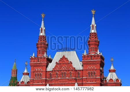 Red building shapes Russian architecture of the sixteenth century