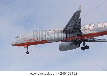 Tupulev Tu-204-100C Ra-64032 Aviastar-tu