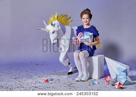 Beautiful Little Girl Posing For Store Advertising, Creative Decorations, Holding Geometric Shapes F