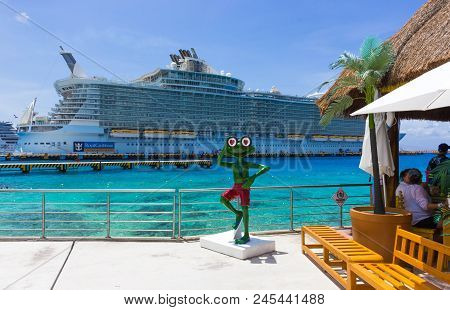 Cozumel, Mexico - May 04, 2018: Royal Carribean Cruise Ship Oasis Of The Seas Docked In The Cozumel