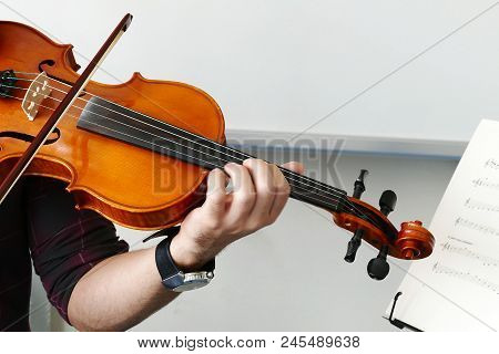 Close-up Of Musician Playing Violin, Classic Turkish Music.violinist Playing The Violin At The Schoo