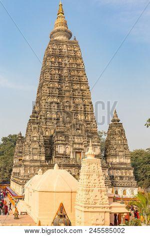 Ancient Mahabodhi Temple, Bodhgaya, Bihar, India, Asia