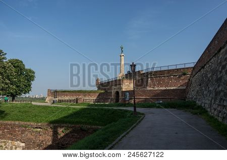 Kalemegdan Fortress, Stambol Gate Monument To