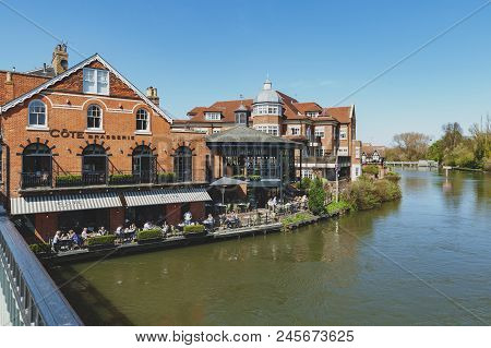 Berkshire, Uk - April 2018: The River Thames Flowing Through Windsor And Eton, Twin Towns, In Berksh