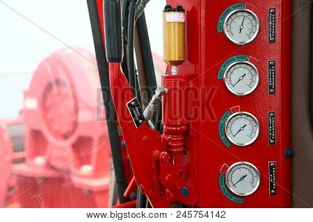 Hydraulic Load Indicator In Control Room, Gauge Display To Show Status Of Hydraulic System And Monit