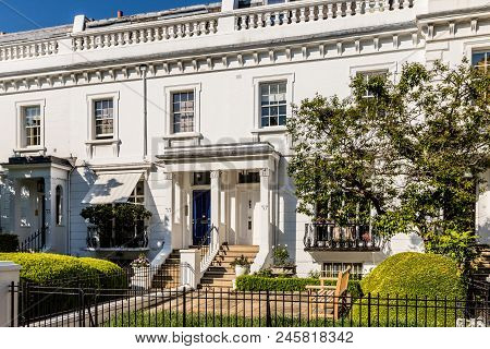 London. May 2018. A View Of The Affluent And Expensive Homes In Knightsbridge In London