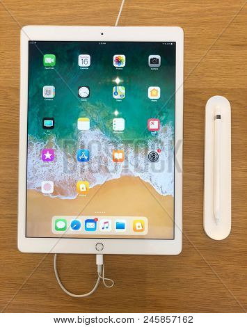 Scottsdale,Az/USA - 6.16.18. 6th gen iPad 9.7-inch tablet computer by Apple Inc. Announced 3.27.18 upgraded with Apple A10 Fusion SoC and support for styluses such as Apple Pencil.