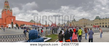 Kremlin Square , Moscow , Russia - April 27th 2018 : The Spasskaya Tower Of The Moscow Kremlin On Re