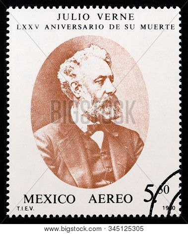 Mexico - Circa 1980: A Stamp Printed In Mexico Issued For The 75th Anniversary Of The Death Of Jules