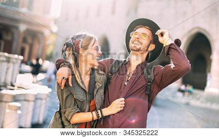 Happy Couple In Love Having Candid Fun Walking In City Center - Wanderlust Life Style And Travel Vac