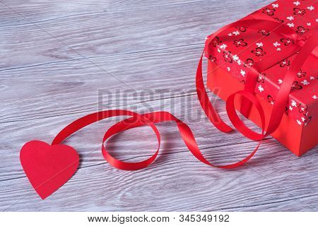 Colorfull Valentines Day Paper Background With Gift