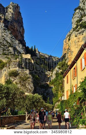Moustiers Sainte-marie, France - Jul 18, 2014: Tourists On The Narrow Street Of The Beautiful Mediev