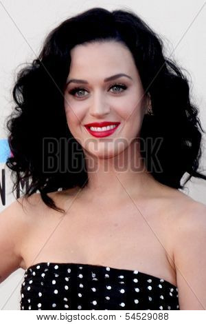LOS ANGELES - NOV 24:  Katy Perry at the 2013 American Music Awards Arrivals at Nokia Theater on November 24, 2013 in Los Angeles, CA