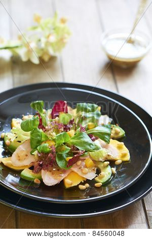 Salad with smoked chicken, mango and avocado
