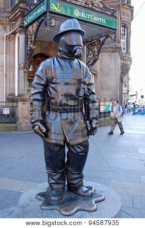 Citizen Firefighter Statue, Glasgow