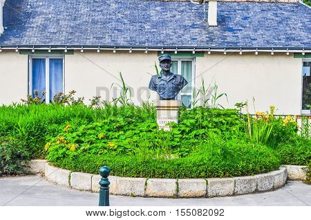 Hdr Leclerc Statue In Amboise France