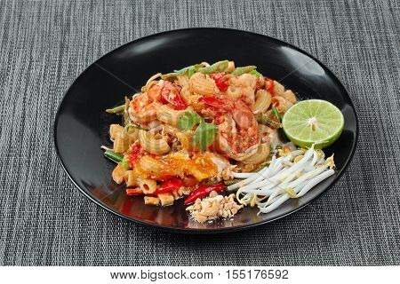 Thai fried macaroni with shrimp call Pad Thai Macaroni in Thai is interfood by using macaroni to cooked with Pad Thai as tamarind sauceeggminced roasted nutgreen lemonred hot chili pepperbean sproutslentilstofu and coriander.