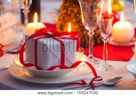 Surprise Waiting  For The Familly On A Christmas Table