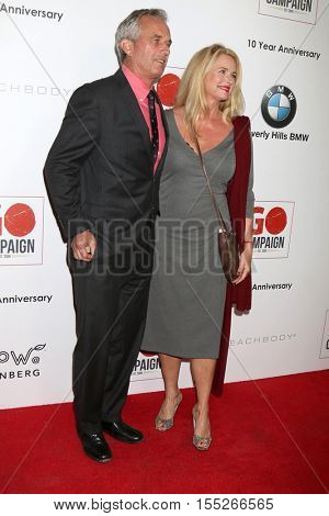 LOS ANGELES - NOV 5:  Robert Kennedy Jr, Donna Dixon at the 10th Annual GO Campaign Gala at the Manuela at Hauser Wirth & Schimmel on November 5, 2016 in Los Angeles, CA