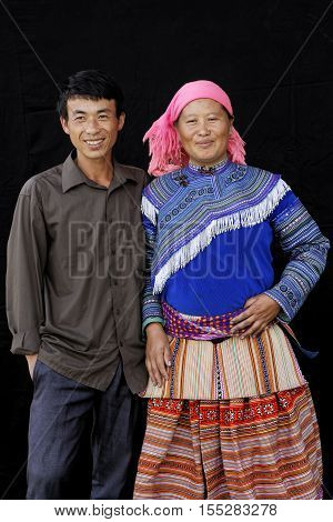 Sin Cheng, Vietnam, October 26, 2016 : Couple In Front Of A Black Sheet. Hmong Women Of North Vietna
