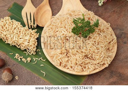 Instant noodles at blanched and dry instant noodle
